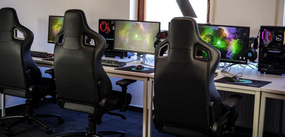 What to Consider When Buying a Best Gaming Chair for a Short person
